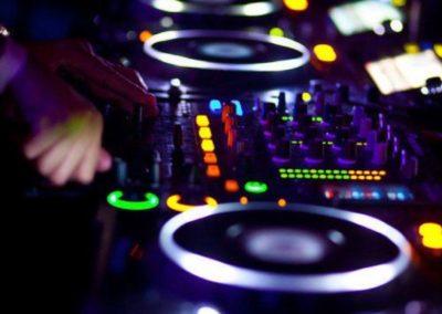 Deejay, DJ Suisse